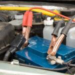 Autobatterie-Ladegerät richtig anschließen
