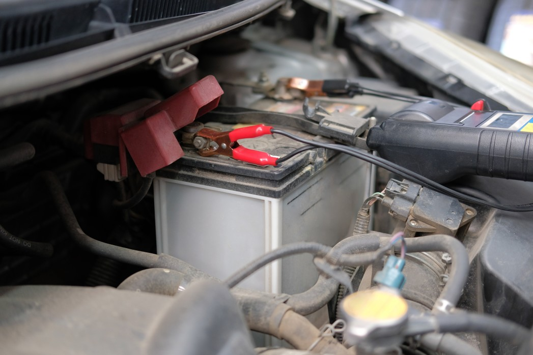 angeschlossenes Batterie-Erhaltungsladegerät